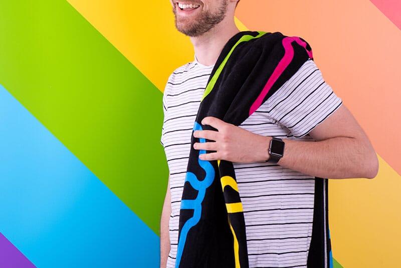 Image of towel on someones shoulder.